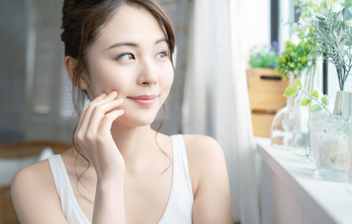 顔の産毛処理におすすめな抑毛剤